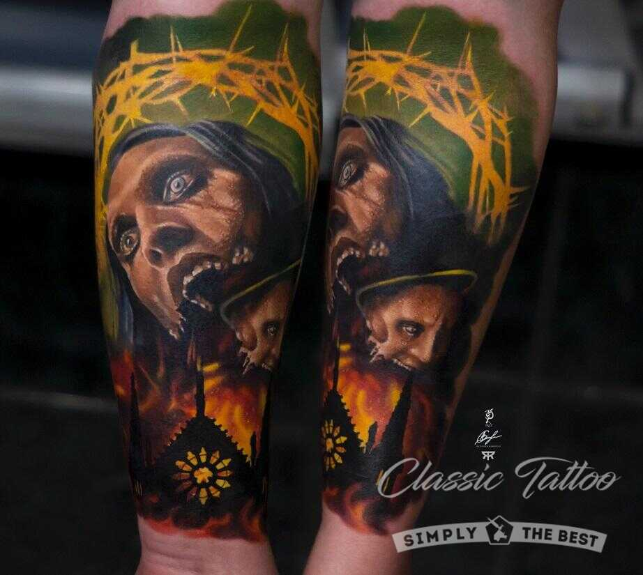 Татуировка цветная на предплечье