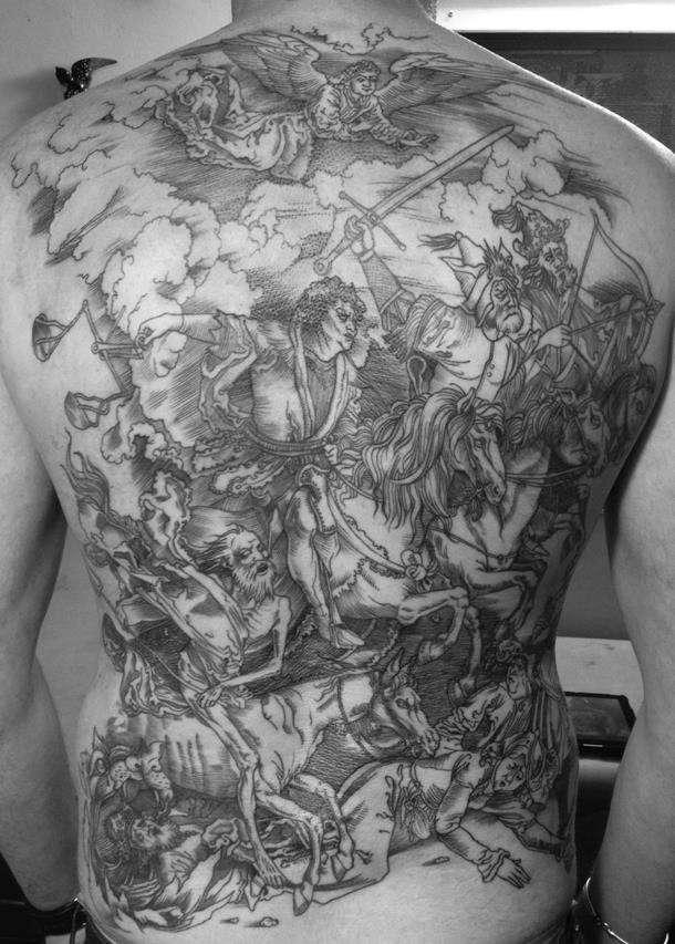 Тату на спине гравюра