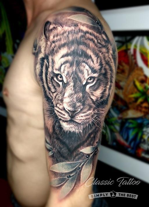 Фото мужского тату в стиле реализм - тигр