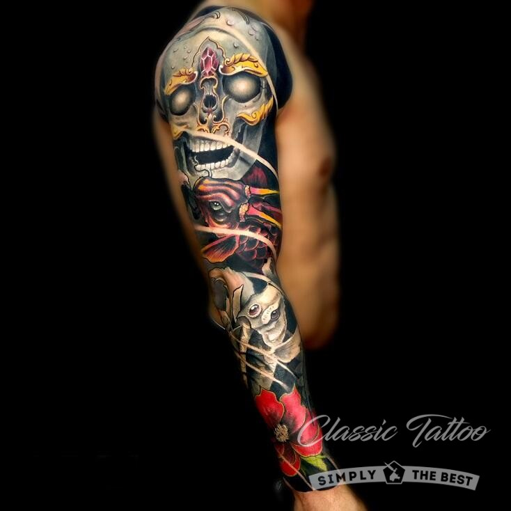 Цветной тату-рукав у мужчины