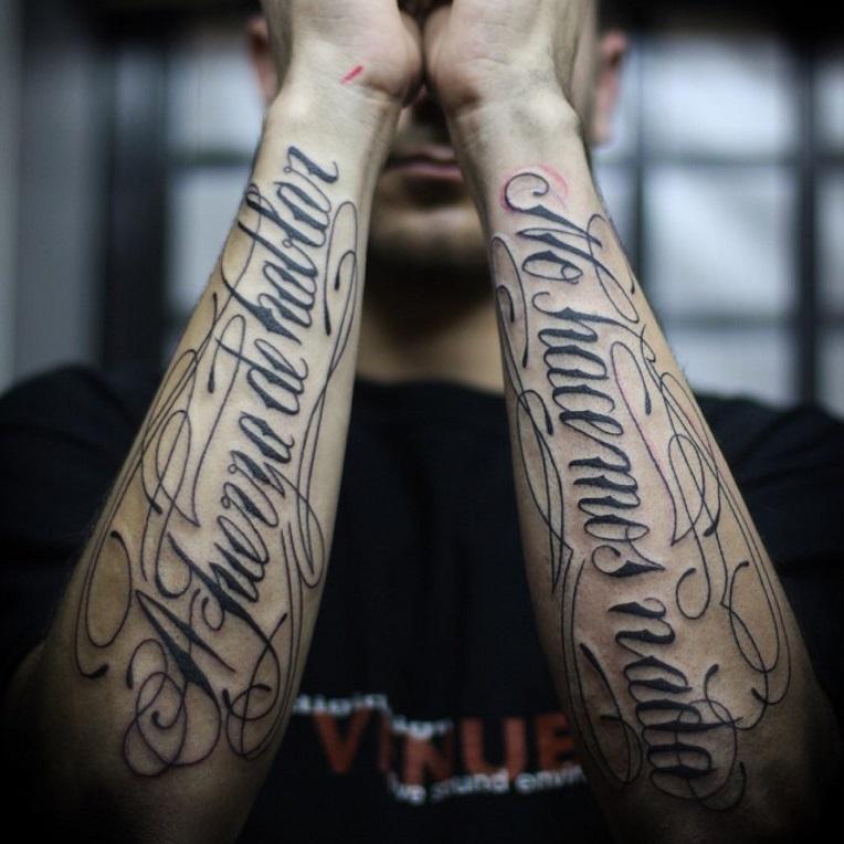 Тату надпись на руке