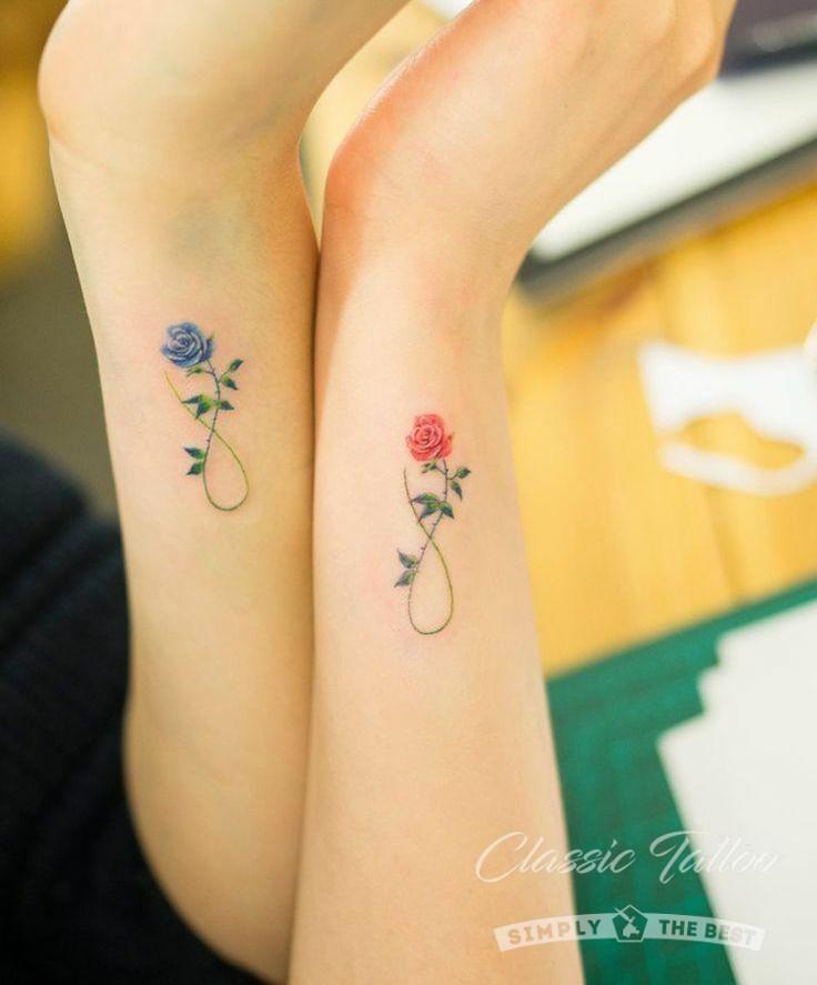 Роза символ бесконечности - парное красочное флористическое тату на руке девушки