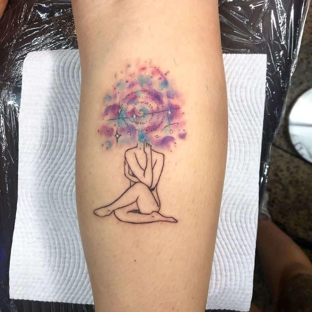 Женское тату в стиле минимализм - девушка-цветок