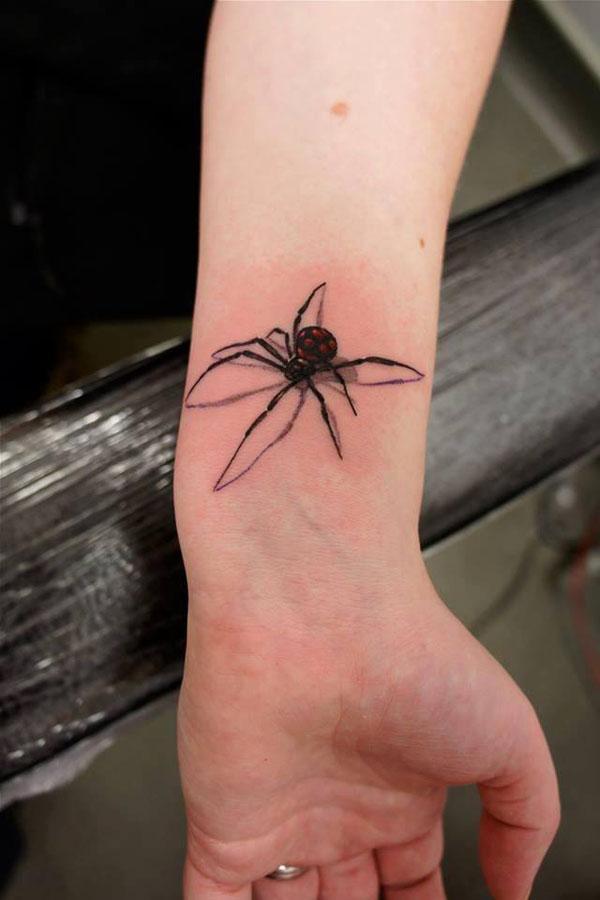 Паук в стиле реализм на руке - цветное тату для мужчины