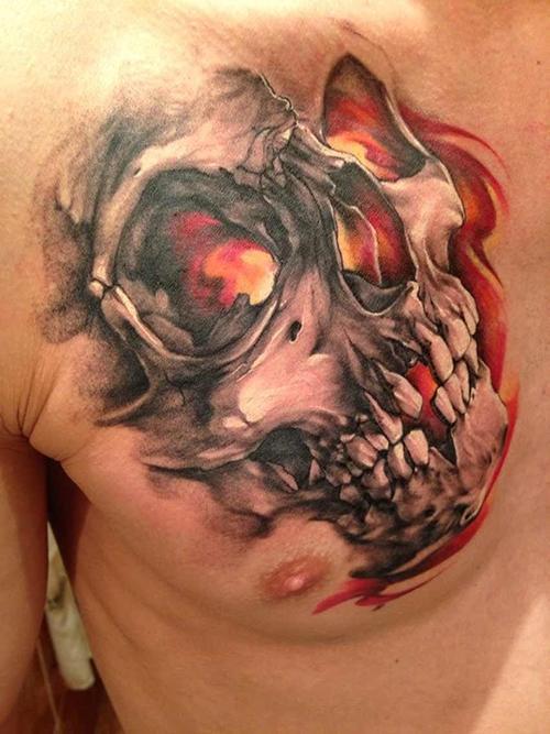 Хоррор тату череп в огне - татуировка на груди для мужчин