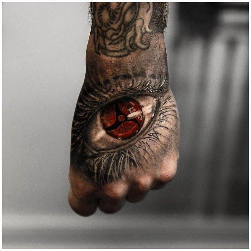 Мужская татуировка на руке - глаз девушки в стиле реализм