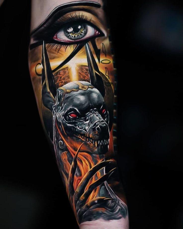 Египетское мифологическое красочное тату для мужчины - Анубис и глаз на предплечье