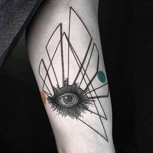 Цветная мини тату для мужчин в стиле геометрия с глазом
