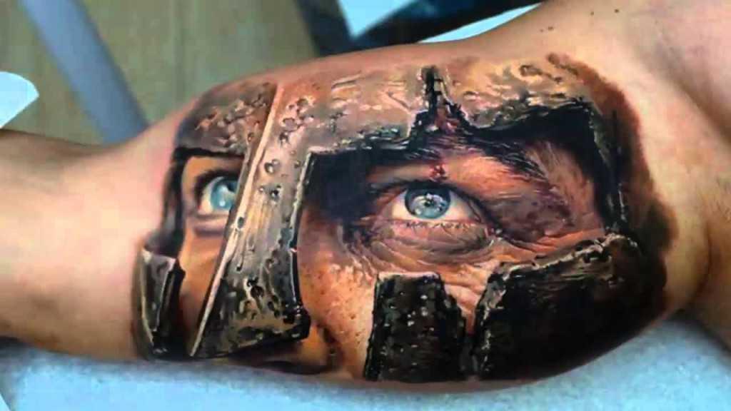 Верхняя часть лица воина в шлеме - тату в стиле реализм для мужчины